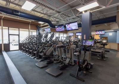 Cardio Equipment and training at Workout Club in Manchester